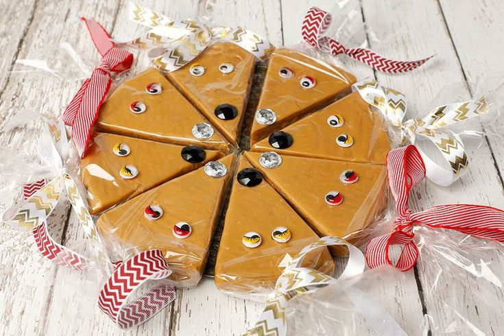 Easy Christmas Gifts to Make - Reindeer Fudge Wheel