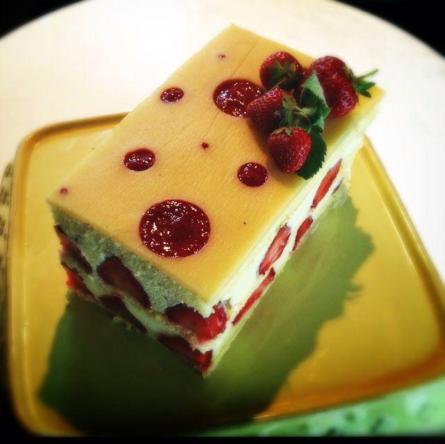 G Bakes!: Strawberry Lemon Dream Cake