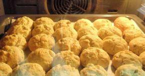 Εξαιρετική συνταγή για Τυροπιτάκια σε 5 λεπτάκια. Γρήγορα και εύκολα τυροπιτάκια. Λίγα μυστικά ακόμα Αν θέλουμε κάνουμε και παραλλαγές, προσθέτουμε πιπεριά σε κυβάκια, ελιές, καλαμπόκι, μανιτάρια, ντομάτα ή και καπνιστή μπριζόλα. Γίνονται ακριβώς σαν πιτσάκια.Ευχαριστούμε την ANGOLINA για τις φωτογραφίες βήμα βήμα.