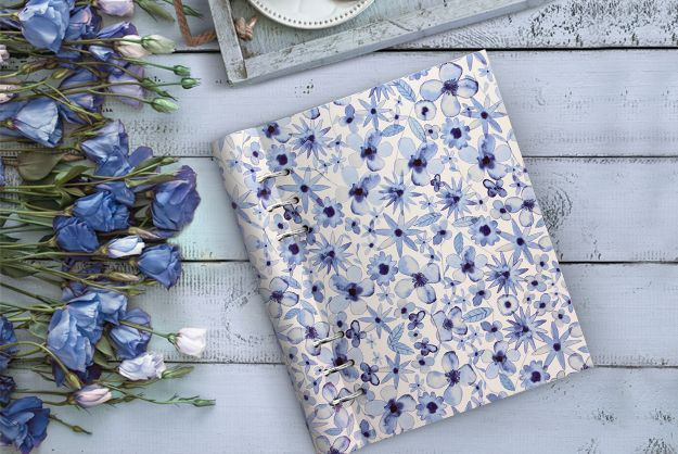 I have this. Filofax Clipbook in Indigo Flowers. Only available from Filofax UK. Lovely to touch, wonderful features. (Kim 10/9/2018)