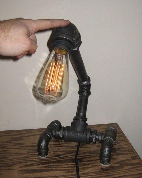 Lampe de bureau de tuyau métallique par MiltonDouglasLampCo sur Etsy