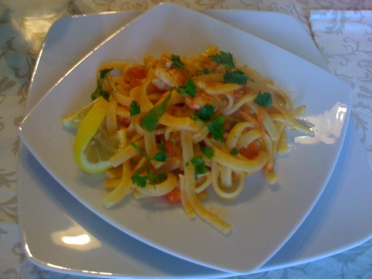 """""""Scialatielli al limone"""" con gamberi e zucchine"""