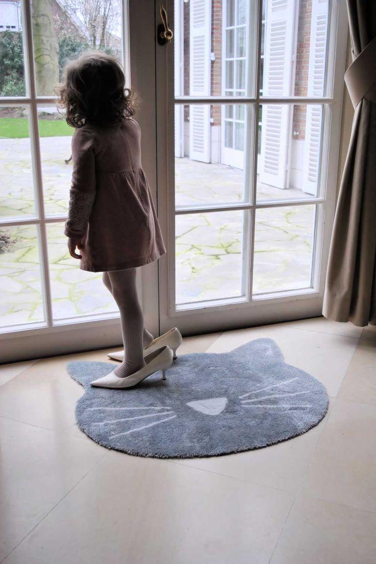 Tapijten en vloerkleden geven een extra ruimtelijk gevoel aan je woonkamer. In een strak en modern interieur zorgen ze eveneens voor een warmere sfeer.