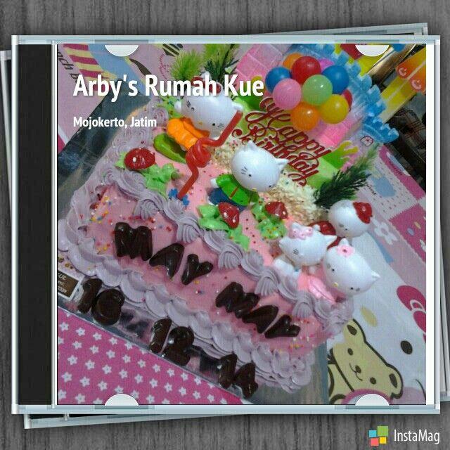 Hello Kitty buttercream cake