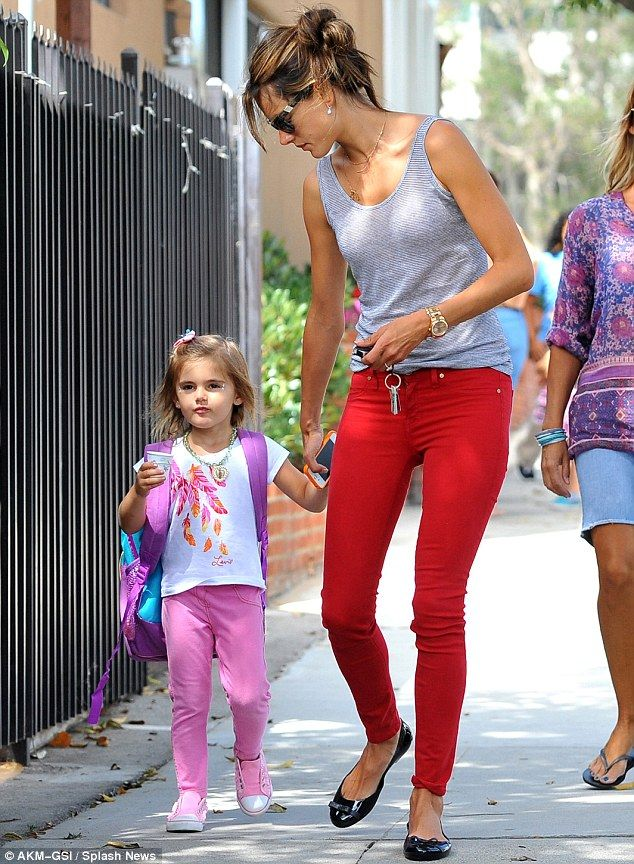 alessandra ambrosio grey loose T, red skinnies, black flats!