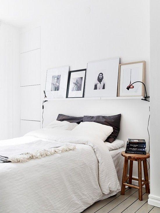 me gusta la idea de un estante como cabecero, para poner cuadros y soporte de lamparas pinzas