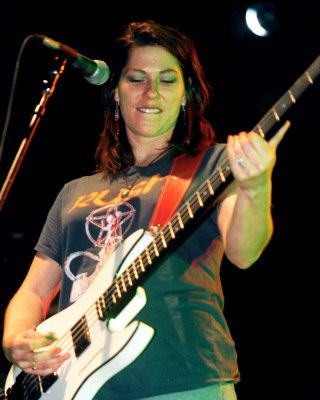 GIRLS IN ROCK: KIM DEAL (original de Nov/2003) | Loco A Go-Go