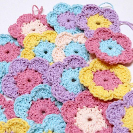 Make tons of these cute crochet flowers with this free pattern and tutorial! yay, thanks so xox