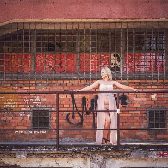 Plener brzuszkowy w zupełnie nowej odsłonie :) #sesjazbrzuszkiem #fotografiadziecięcabiałystok #sesjaciazowawplenerze #fotokraina #sukniedosesjibrzuszkowych #maternitygown #maternityphotography #fotokrainaiwonapajewska