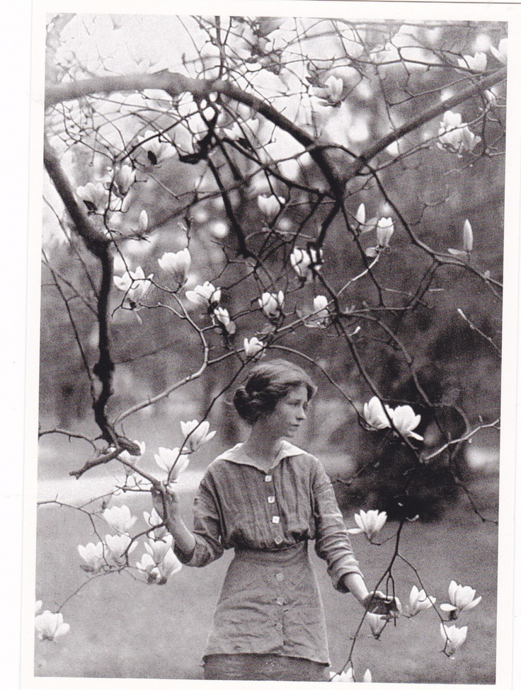 spring by edna st vincent millay Edna st vincent millay (1892-1950) born in rockland, maine, edna st vincent millay was the eldest of three children of henry tolman millay, a school superintendent.