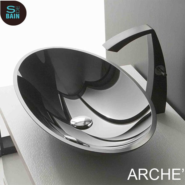 Ce robinet mitigeur lavabo de la collection de robinetterie de salle de bain ARCHE' reflète la vision spatiale et futuriste du designer Danilo Fedeli pour le fabricant italien TREEMME.