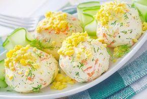 крабовых палочек,яйца,мягкого сыра,твердого сыра,чеснока, маслин,майонеза,