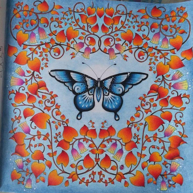 Finalement j'ai bien aimé cette journée pluvieuse ☔ Enfin terminé! #junglemagique #magicaljungle #johannabasford #papillon #butterfly #farfalla #leaves #red #automne #autumn #autunno #pioggia #rain #pluie #saturday #done #nofilter