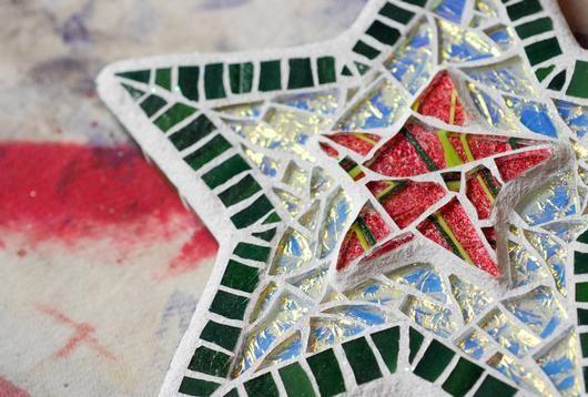 Glittering Star mosaic wall hanging: Mosaics Art, Christmas Mosaics, Wall Hanging, Glasses Mosaics, Glasses Art, Mosaics Wall, Mosaics Ideas, Stars Mosaics
