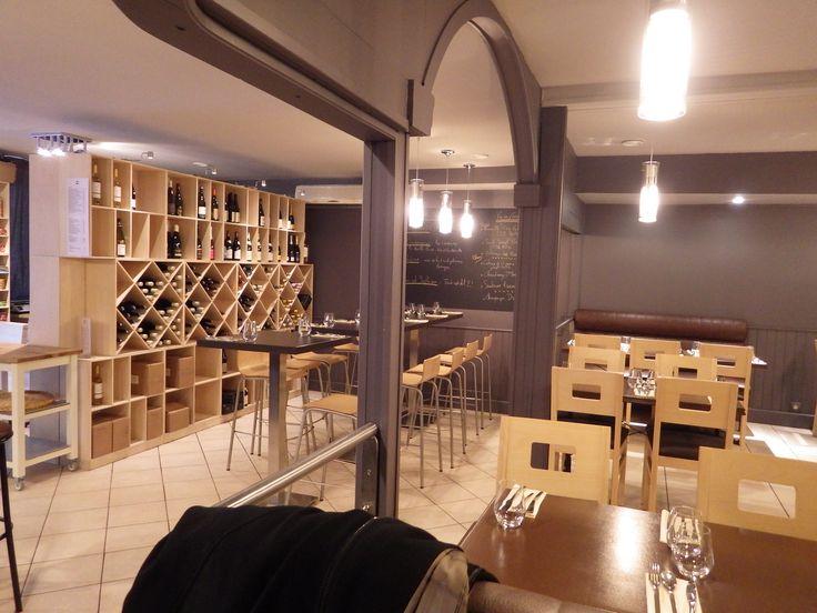 Les Casiers du Manoir  Casier à bouteilles, casiers à vin, casiers à magnum, casiers à bouteilles, étagère à bouteille, range bouteille, rayonnage à bouteilles, rangement et stockage bouteilles de vin, rangement vin, meuble bouteilles, aménagement cave à vin => Installation dans le restaurant épicerie l'Epicerie d'Olivier à Bourg en Bresse.