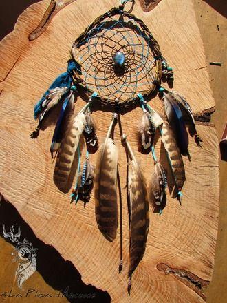 Attrape rêves réalisé avec du bois de saule, une labradorite, une pendentif en os, des perles en verre picasso et en agate, un saphir étoilé, du tissu de sari, des plumes de d - 16072842