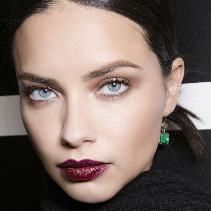 Maquillage des lèvres lie de vin Adriana Lima beauté tips make-up
