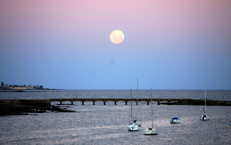 Montevideo, luna, rambla