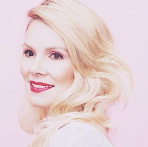 💋 #tbt #photoshoot w/ @tolapamela for @kauneusjaterveys #tb #bts 📷 by Liisa Valonen #makeup #hair #style by me #muah #blonde #beauty #lovemyjob 💋