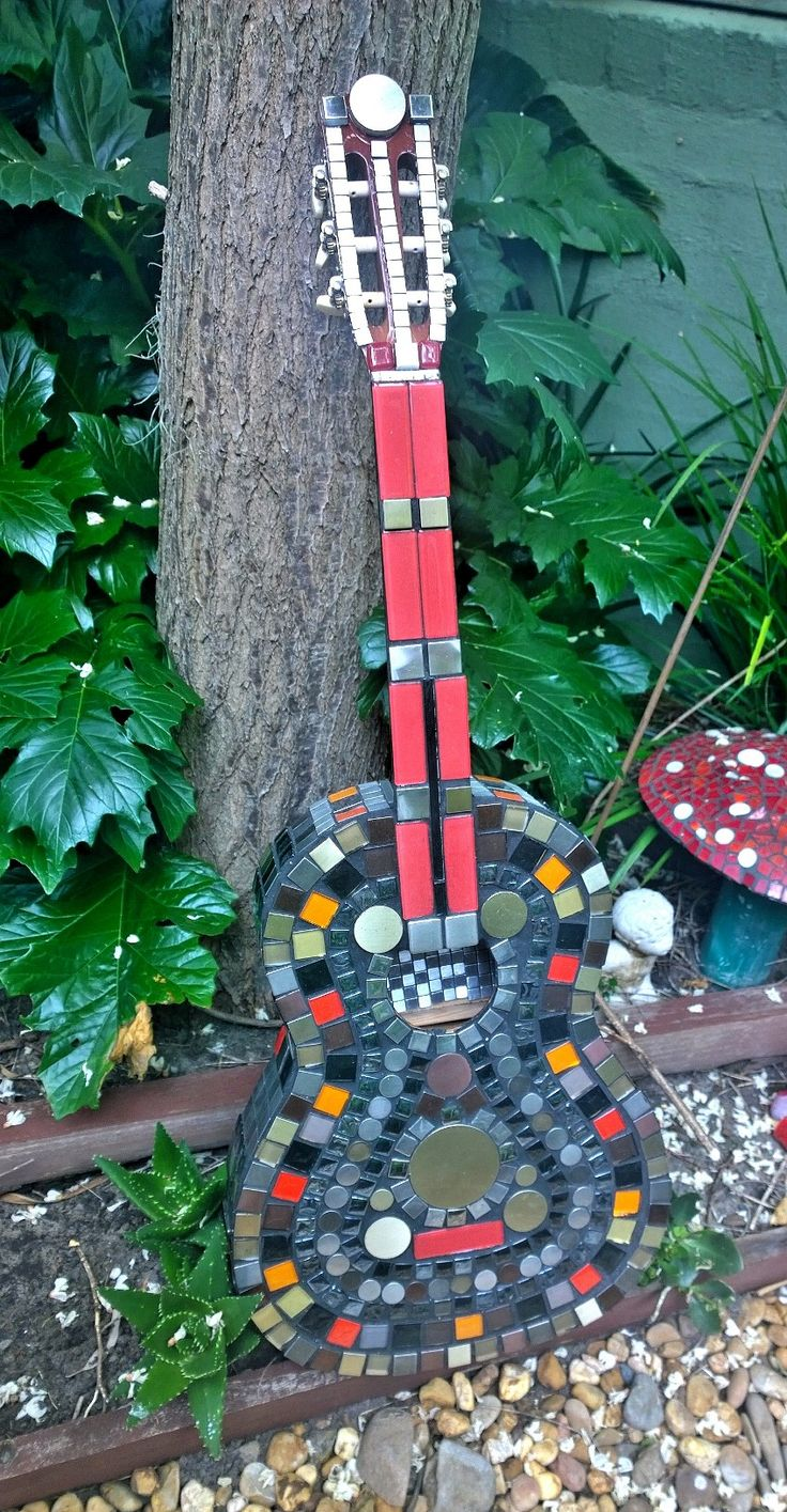Mosaic Guitar- Creations by Toni Le Lievre https://www.facebook.com/creationsbytonilelievre