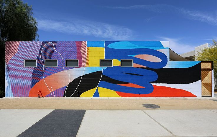 Davvero un ottimo periodo questo per MOMO, il grande artista nei giorni scorsi si trovava a Palm Springs in California, dove ha avuto modo di dipingere la parete esterna del famoso Ace Hotel, portando ancora una volta in dote tutto il suo iconico approccio stilistico.