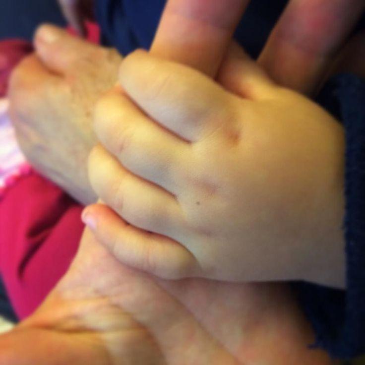 3 generazioni nel palmo di una #mano! #cugini #nipoti #nonna #love #Bologna #igersbologna #ig_bologna #bolognafc #igersemiliaromagna #like4like #picoftheday