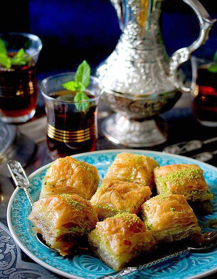 C'est aujourd'hui que les musulmans cesseront leur mois de jeune de Ramadan pour fêter l'Aïd el-Fitr. Pour cette importante fête de leur calendrier, il...