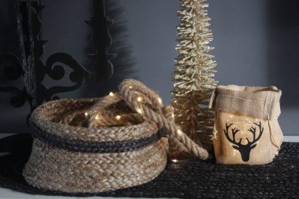 Touw Met Verlichting Jute Zakje Hert En Jute Mand Kerstsfeer Van Rene Decoratie Verlichting Touw