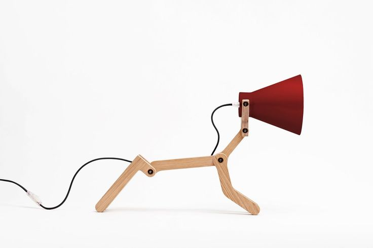 """Lampe chien à poser """"Waaf"""" chêne- rouge/ noir Pierre Stadelman - Structures"""