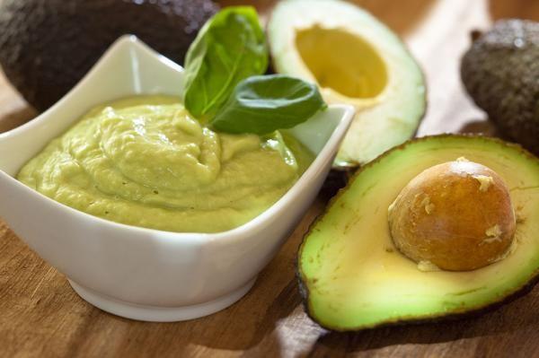 Como fazer mousse de abacate. O abacate é um alimento muito gostoso e benéfico para a saúde. Esta fruta contem um alto teor de gorduras do tipo monoinsaturada, vitaminas e fibras. Sendo tão nutritivo, o abacate é usado para reduzi...