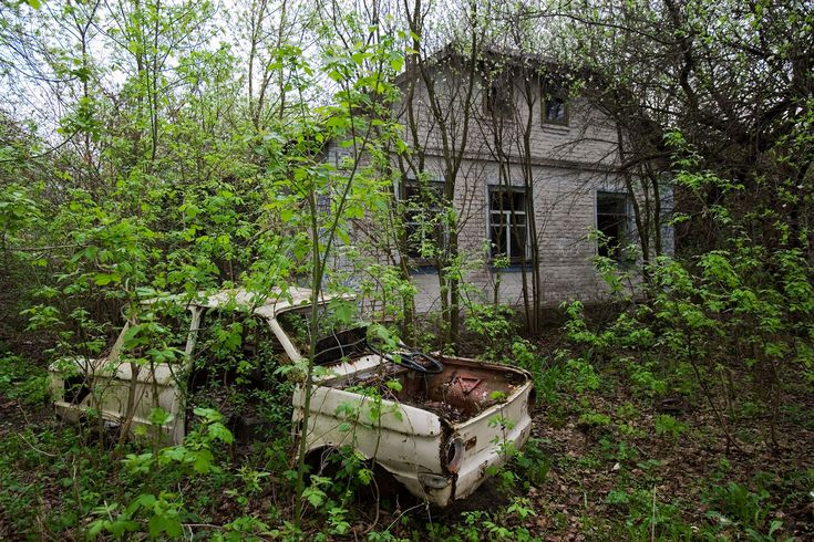 Picture of a house in the Chernobyl Exclusion Zone