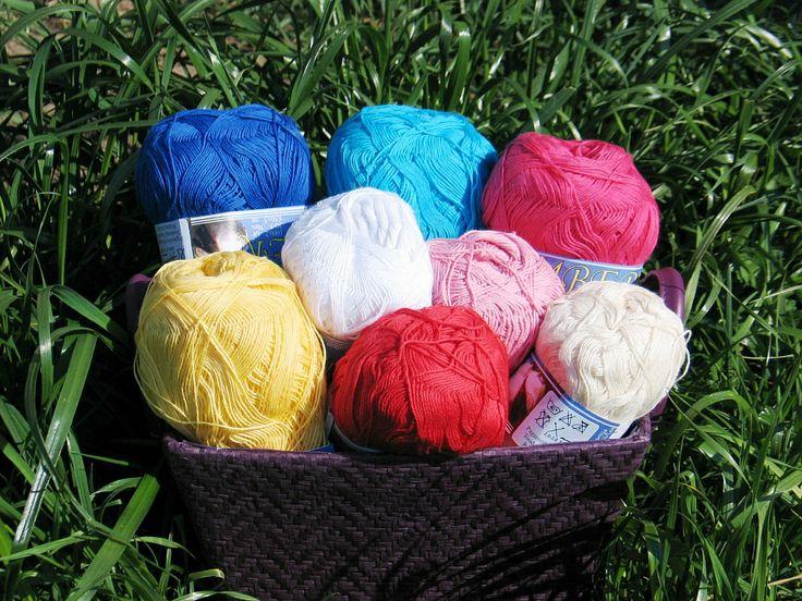 www.sklep-zeberka.pl Jedną z propozycji letnich sklepu Zeberka jest włóczka bawełniana Amber dostępna w 8 kolorach. Może być przeznaczona zarówno na druty, jak i na szydełko.