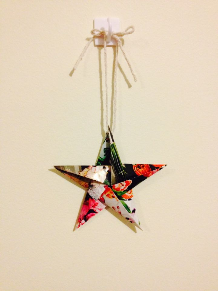 Origami star made with recycled magazines, by Lady EcoCraft