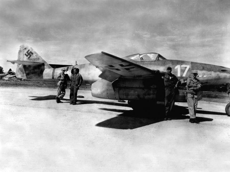 Aircraft - 1945, Base de Lechfeld, Le chasseur allemand Messerschmitt Me-262 Franz Holzinger du 3.EJG2,.jpg (JPEG Image, 1280×960 pixels)