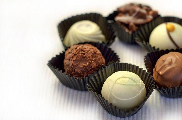 Obişnuieşti să mănânci ciocolată pe ascuns sau să te recompensezi când şi când cu câteva pătrăţele de ciocolată amăruie