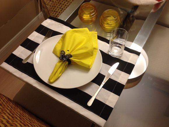 Guardanapo de tecido amarelo