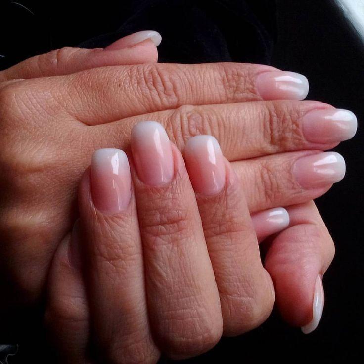 Uñas acrílicas, preciosas, naturales, las amé, me encanta este efecto. Trabajo de hoy en Crazy Nails.
