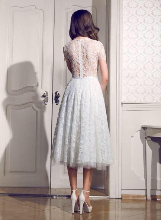 Bruidsjurk mooi kort model van prachtig kant met chiffon