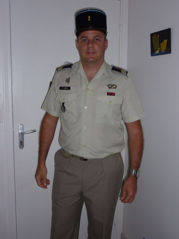 Tenue de mariage militaire for Don de robe de mariage militaire