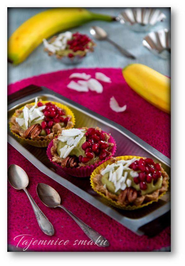 Tartaletki bez pieczenia z masą z awokado i bananów na spodzie z bakalii – raw food – Tajemnice smaku