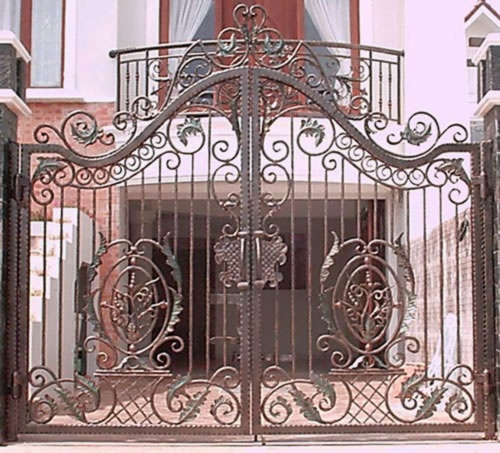 17 Elegant Gates To Transform Your Yard Into Inviting Place
