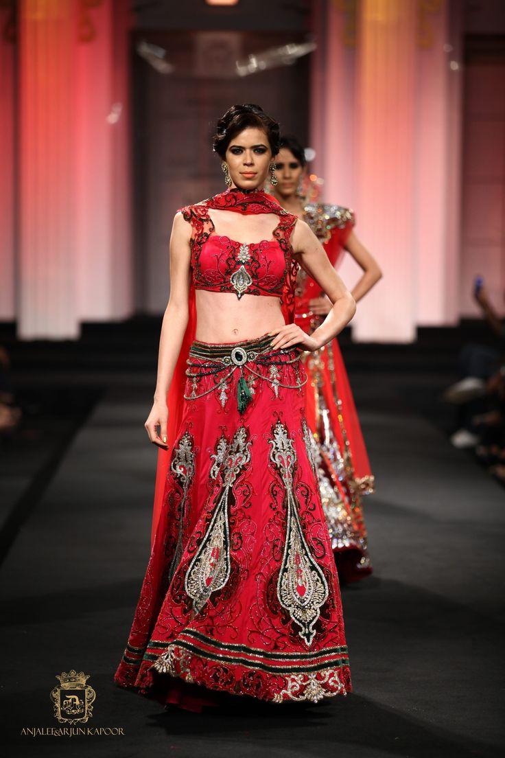 Ghagra choli with a stunning belly chain #anjaleeandarjunkapoor#Bridallehenga #weddinglehenga #aak #bridalcouture #indianwear #traditionalwear #couture2017 #couture #bridalwear #occassionwear #indiandesigner #indiancouture2017 #topfashiondesigners #weddingdressdesigners #fashiondesigners