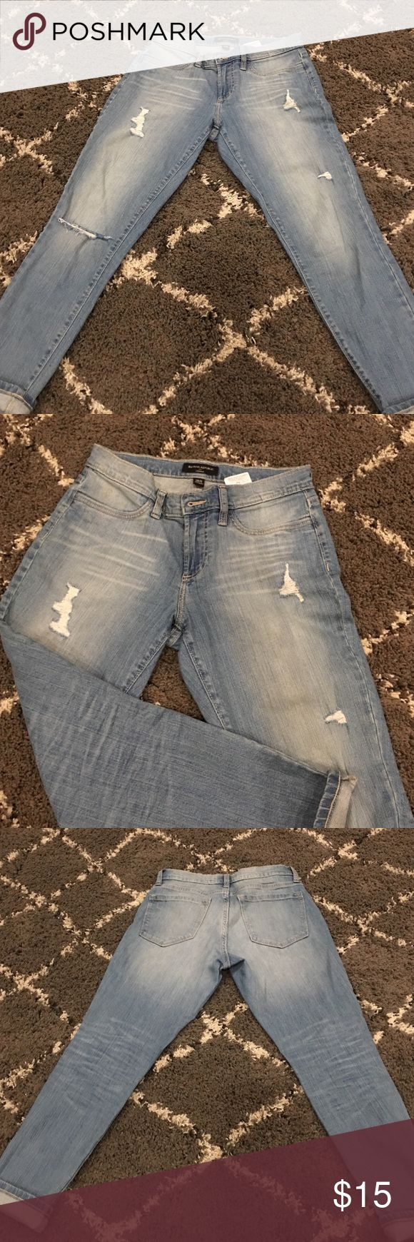 Banana Republic crop jeans Light destroyed banana Republic legging crop jeans. Gently worn! In fail bully's shape! 98%cotton 26in inseam Banana Republic Jeans Ankle & Cropped