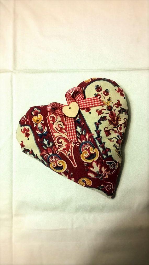 Cuscino Cuore mestruazioni noccioli di ciliegia riscaldabile in forno o microonde, by rosycreazioni, 12,00 € su misshobby.com
