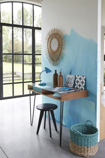 Un mur bleu délavé pour animer le coin bureau au printemps - Spécial Printemps : la déco aime la couleur - CôtéMaison.fr