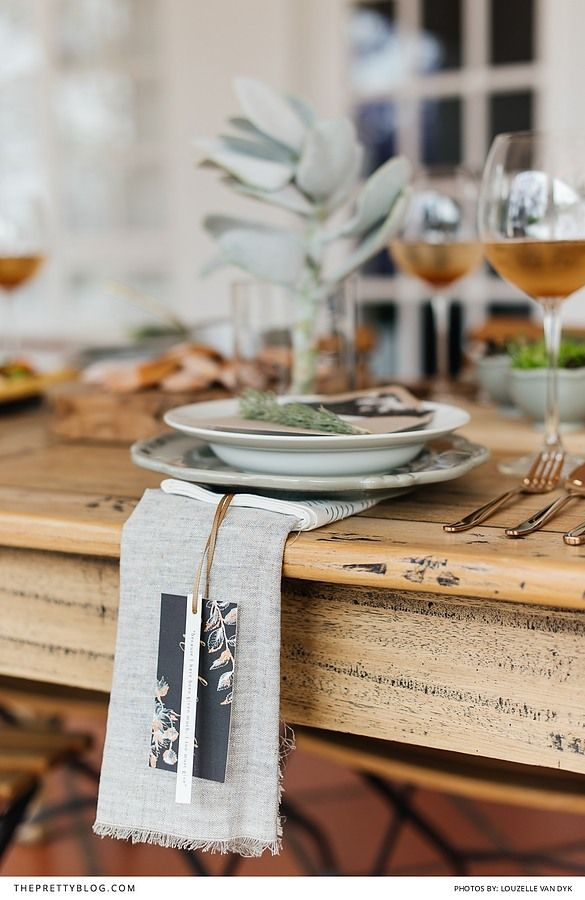 A simple and stylish Thanksgiving and festive season ideas with free printables