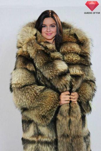 Ariel Winter in raccoon fur coat by Queens-Of-Fur  3fef44d64fb