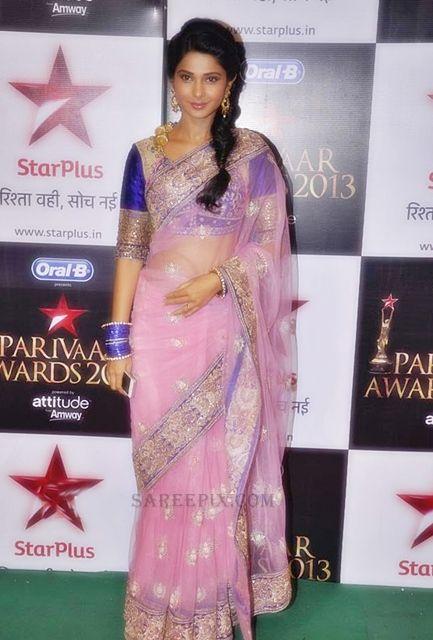 Jennifer Winget at Star Parivar Awards, 2013