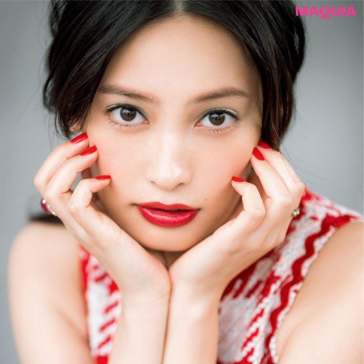 新色コスメも出揃いはじめ、そろそろ春本番! そこで、人気ヘア&メイク千吉良恵子さんが、旬な美女にふさわしい春のメイクトレンドを提案します。 大政絢