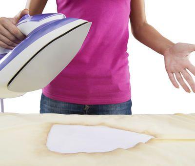 Jak levně vyčistit připálenou žehličku?